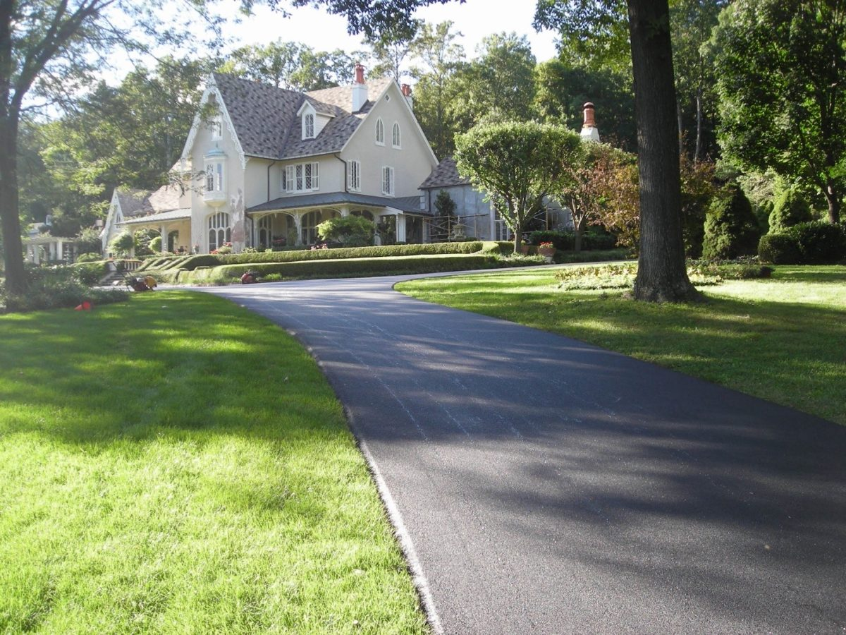 Why Asphalt is the Best Residential Driveway Paving Option