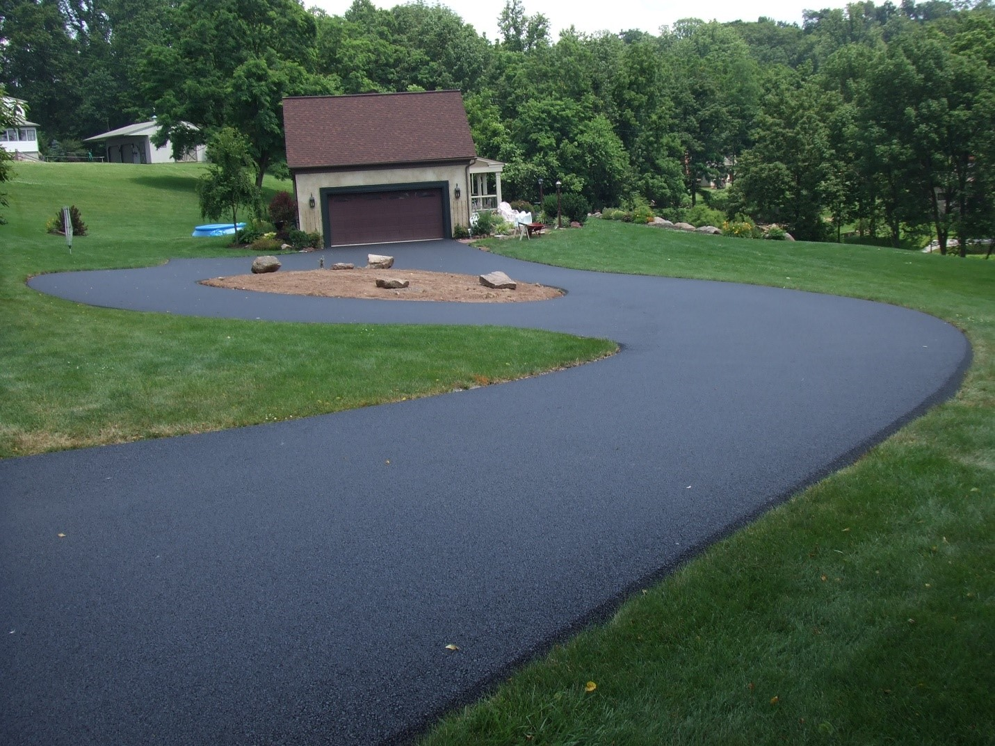 What's the Difference Between Asphalt Paving & Sealcoating?